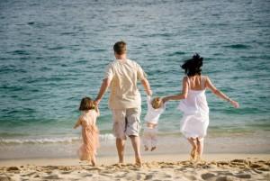 30_family_on_beach