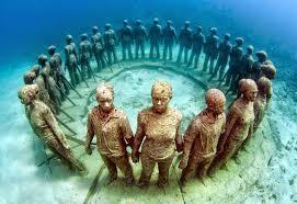 Underwater Sculpture Park – Granada Representaciones increíbles que representan formas humanas y viejas embarcaciones ancladas, además de ser un lugar increíble pasa visitar, se puede aprender del mundo de la fotografía.