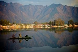 Beautiful-lagoon-in-Srinagar-in-Kashmir-in-India